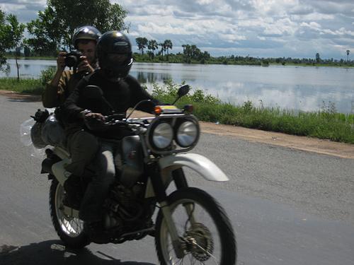 Guerillas Style - On the Motorbike